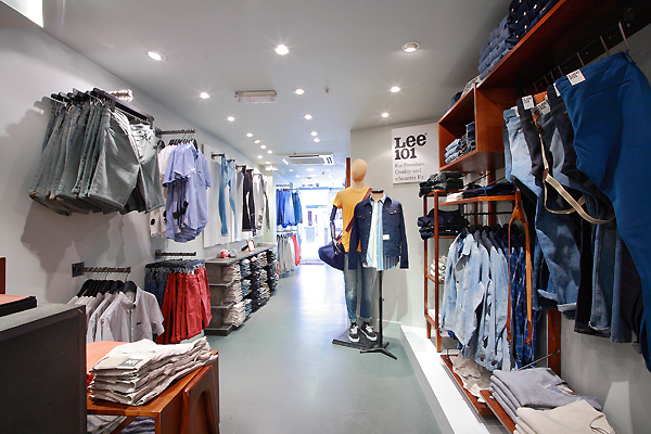 retail interiors by corporate photography london